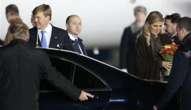 Φυλάκιση 15 και ημερών αντίστοιχα για δύο Ρώσους οι οποίοι πέταξαν ντομάτες στο βασιλιά της Ολλανδίας