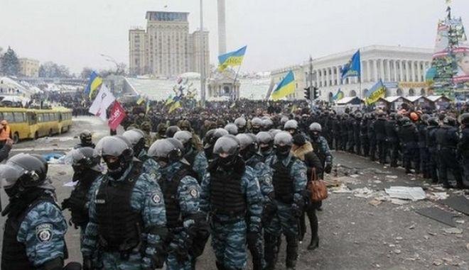 Μαζικές φιλοκυβερνητικές και αντικυβερνητικές διαδηλώσεις στο Κίεβο