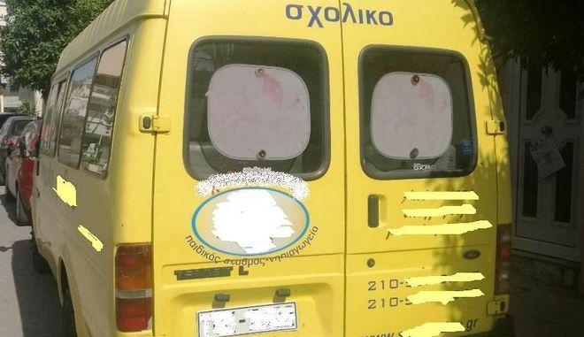 Συνελήφθη να οδηγεί σχολικό λεωφορείο με πλαστές πινακίδες