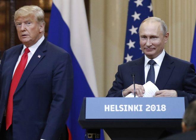 Ο ρώσος πρόεδρος Βλαντιμίρ Πούτιν και ο Αμερικανός ομόλογός του Ντόναλντ Τραμπ σε συνέντευξη Τύπου τον περασμένο Ιούλιο στο Ελσίνκι της Φινλανδίας.