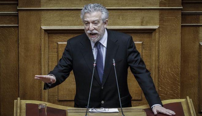 Ο Σταύρος Κοντονής, στο βήμα της Βουλής