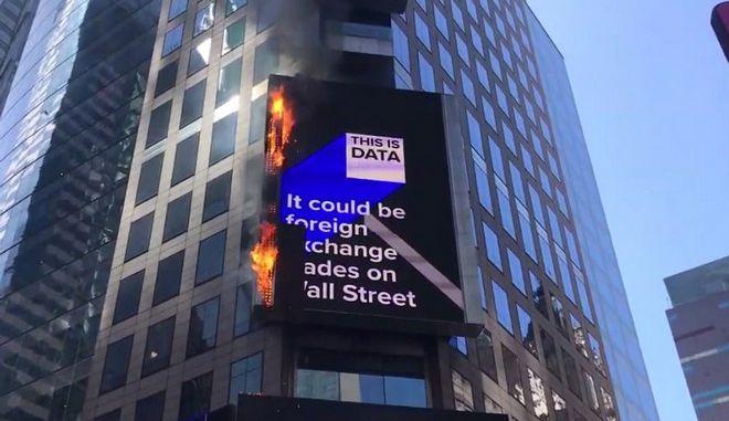 ΗΠΑ: Φωτιά πήρε μία από τις μεγαλύτερες ψηφιακές πινακίδες της Τάιμς Σκουέρ