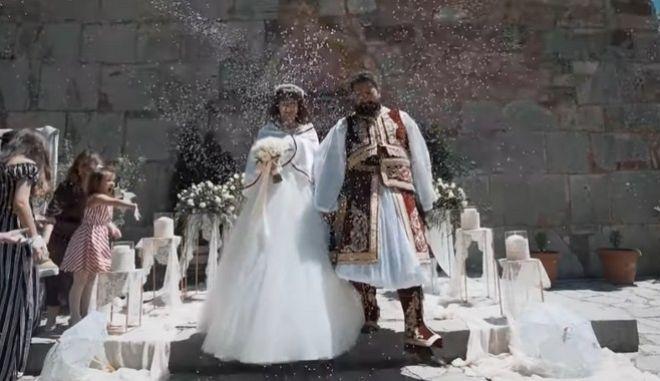 Ζευγάρι από τα Τρίκαλα τιμά τα 200 Χρόνια από την Ελληνική Επανάσταση