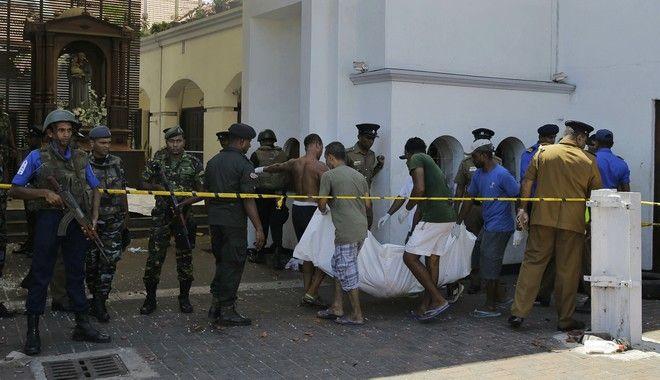 Εκατόμβη νεκρών στη Σρι Λάνκα από τις μαζικές επιθέσεις σε εκκλησίες και ξενοδοχεία