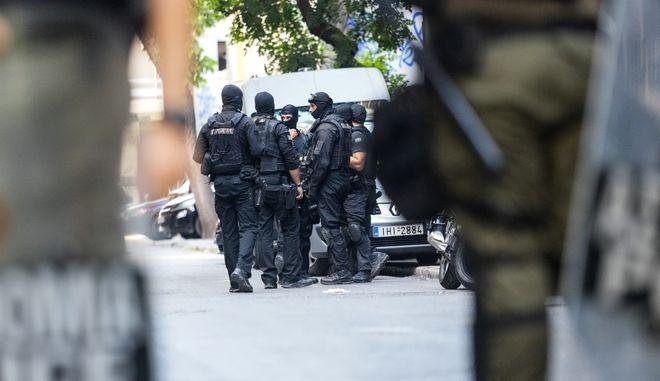 Επιχείρηση της Ελληνικής Αστυνoμίας σε τέσσερα υπό κατάληψη κτίρια κοντά στην πλατεία Εξαρχείων