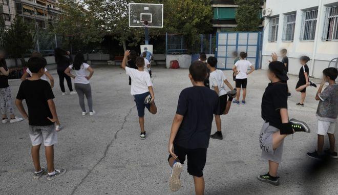 Σχολεία: Ανοίγουν με μάσκες παντού και περισσότερα τεστ
