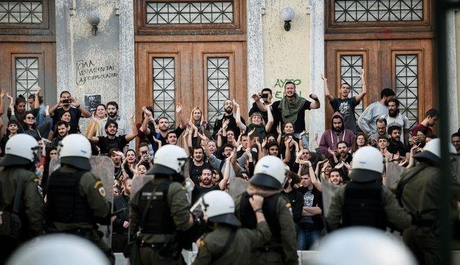 Από την επέμβαση της αστυνομίας στην ΑΣΟΕΕ.