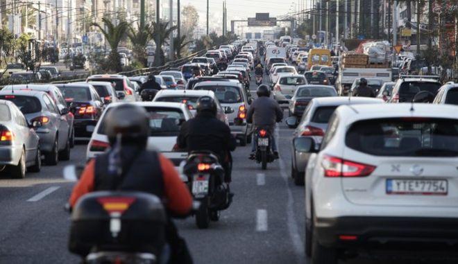 Κίνηση στους δρόμους της Αθήνας.