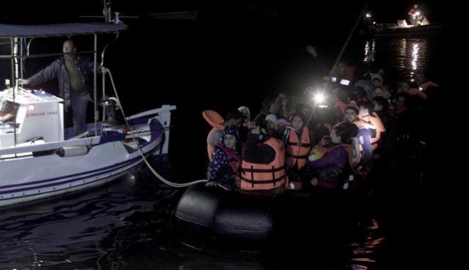 Αυστηρή προειδοποίηση Γιοχάνες Χαν στην Άγκυρα για το προσφυγικό