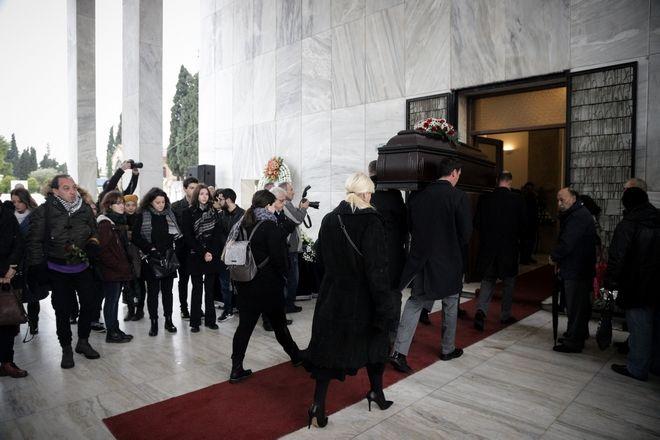 Στο πρώτο νεκροταφείο Αθηνών η σορός του μουσικοσυνθέτη Θάνου Μικρουτσικου.