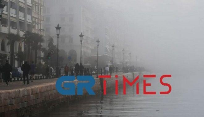 """Θεσσαλονίκη: Αδυναμία προσγείωσης λόγω ομίχλης που """"σκέπασε"""" ακόμη και τη Νέα Παραλία"""