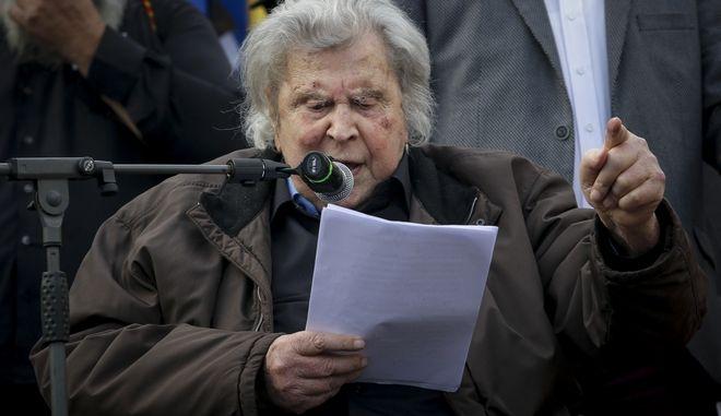 Ο Μίκης Θεοδωράκης ως ομιλητής στο συλλαλητήριο για την Μακεδονία στην πλατεία Συντάγματος