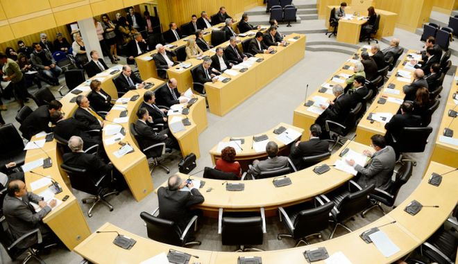 Και στα δικά μας: Μικρότερο μισθό για όποιον Κύπριο βουλευτή κάνει 'κοπάνες'