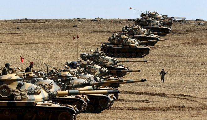 Τουρκία: Το πυροβολικό έπληξε θέσεις του ΙΚ στην Μπασίκα