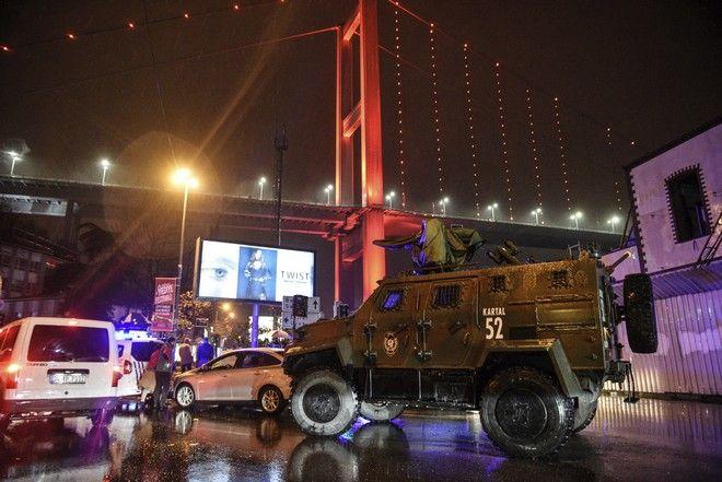 Αστυνομικές δυνάμεις έξω από το κλαμπ Reina λίγα λεπτά μετά την τρομοκρατική επίθεση
