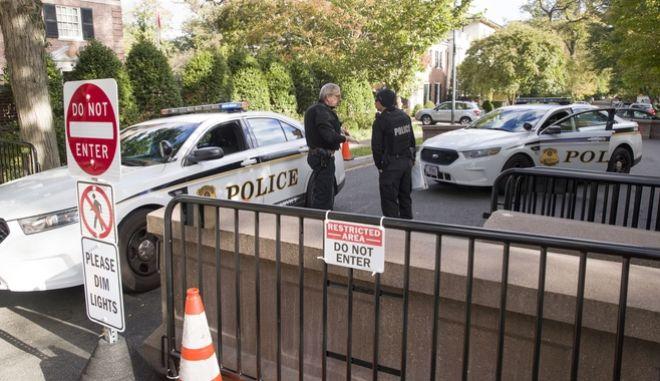 Σημείο ελέγχου της αστυνομίας κοντά στην οικία του Μπαράκ Ομπάμα