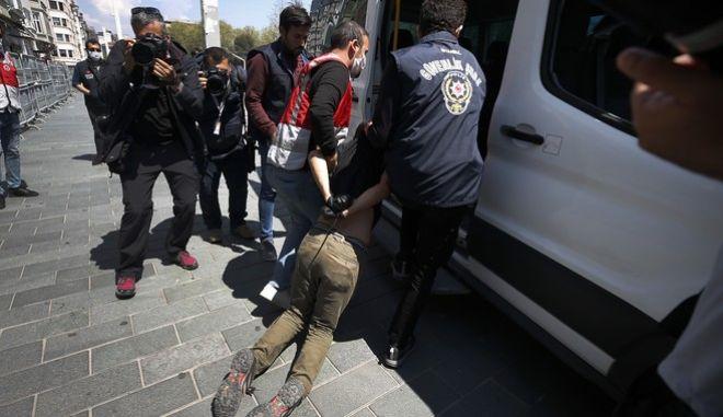 Σύλληψη διαδηλωτή στην Κωνσταντινούπολη