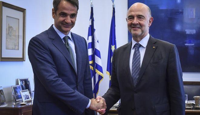 Συνάντηση του Προέδρου της Νέας Δημοκρατίας Κυριάκου Μητσοτάκη με τον ΕΠίτροπο Οικονομικών Υποθέσεων της Ευρωπαϊκής Ένωσης Πιέρ Μοσκοβισί, την Τρίτη 3 Ιουλίου 2018. (EUROKINISSI/ΤΑΤΙΑΝΑ ΜΠΟΛΑΡΗ)
