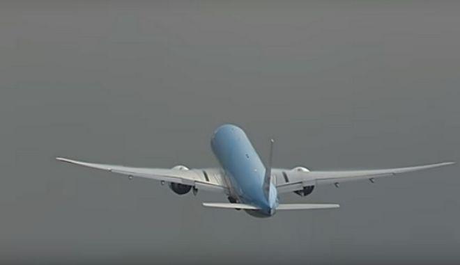 Βίντεο: Κεραυνός 'χτυπάει' Boeing 777 λίγο μετά την απογείωση