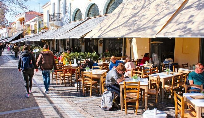 Κόσμος στο κέντρο της Αθήνας