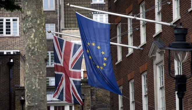 Σημαίες της Βρετανίας και της Ε.Ε.