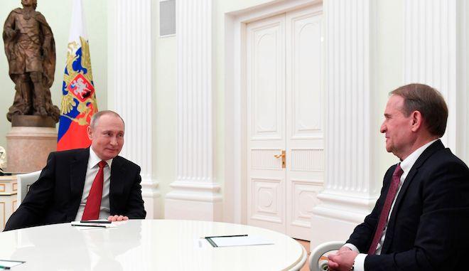 Ο φιλορώσος Ουκρανός πολιτικός Βίκτορ Μεντβετσούκ με τον Βλαντιμίρ Πούτιν, Κρεμλίνο, 10 Μαρτίου 2020