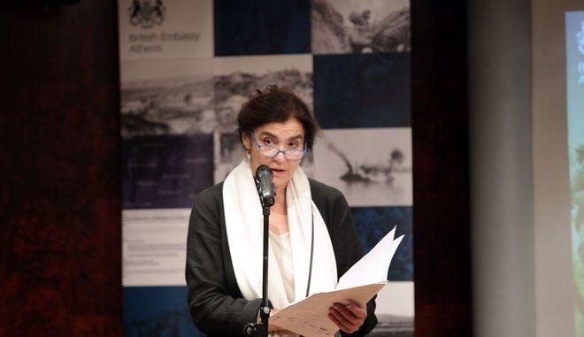 ην Παρασκευή 11 Νοεμβρίου, Ημέρα της Εκεχειρίας, πραγματοποιήθηκε η τελετή απονομής των βραβείων του πανελλήνιου ποιητικού διαγωνισμού που διοργάνωσε η Βρετανική Πρεσβεία για την επέτειο των 100 χρόνων από τον Α' Παγκόσμιο Πόλεμο. Ο διαγωνισμός, ξεκίνησε πριν από έναν ακριβώς χρόνο τον Νοέμβριο του 2015 και έως το Μάιο 2016 που ήταν και η καταληκτική ημερομηνία υποβολής ποιημάτων  συγκέντρωσε πάνω από 500 συμμετοχές από όλη την Ελλάδα και από ηλικίες 12 έως 78 ετών. Την Κριτική Επιτροπή που ανέλαβε το δύσκολο έργο της αξιολόγησης των ποιημάτων, αποτέλεσαν οι: η ποιήτρια Alicia Stallings, ο Καθηγητής του Κέντρου Ελληνικών Σπουδών του Πανεπιστημίου King's του Λονδίνου David Ricks, ο συγγραφέας Μίλτος Φραγκόπουλος, και ο συγγραφέας και ποιητής Χάρης Βλαβιανός ο οποίος ήταν και ο Πρόεδρος της Επιτροπής. Τα ποιήματα  που έλαβαν το πρώτο βραβείο απήγγειλε η Υπουργός Πολιτισμού κα Λυδία Κονιόρδου. (EUROKINISSI/ΠΑΝΑΓΟΠΟΥΛΟΣ ΓΙΑΝΝΗΣ)