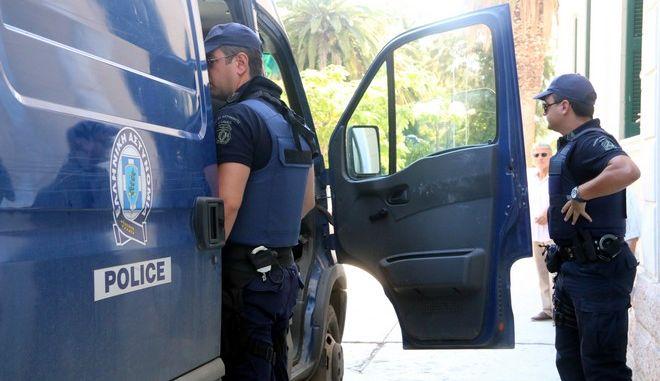 Αστυνομικοί, Αρχείο