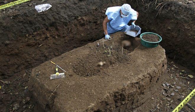 Εντοπίστηκε ομαδικός τάφος με 11 πτώματα στο Ελ Σαλβαδόρ