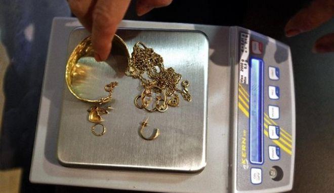 """Απόστρατος της ΕΥΠ μετέφερε κλοπιμαία στο """"στρατηγείο"""" των λαθρεμπόρων χρυσού"""