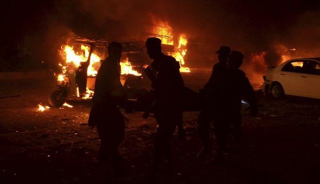 Πακιστάν: Τουλάχιστον δύο αστυνομικοί νεκροί από βομβιστική επίθεση