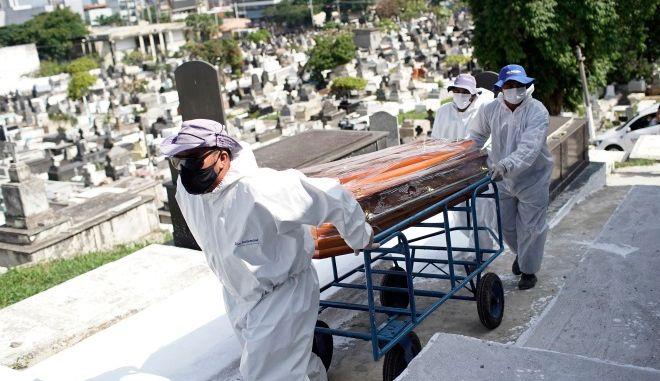 """Κορονοϊός - Βραζιλία: """"Αγγίζει"""" το φράγμα των 500.000 νεκρών"""