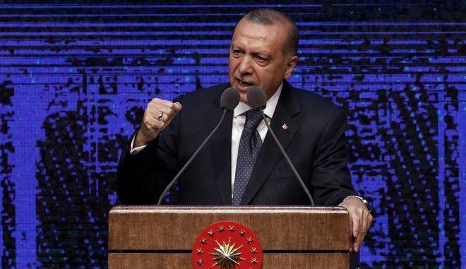 """Σχέδιο κατά της Τουρκίας η """"βουτιά"""" της λίρας σύμφωνα με τον Ερντογάν"""