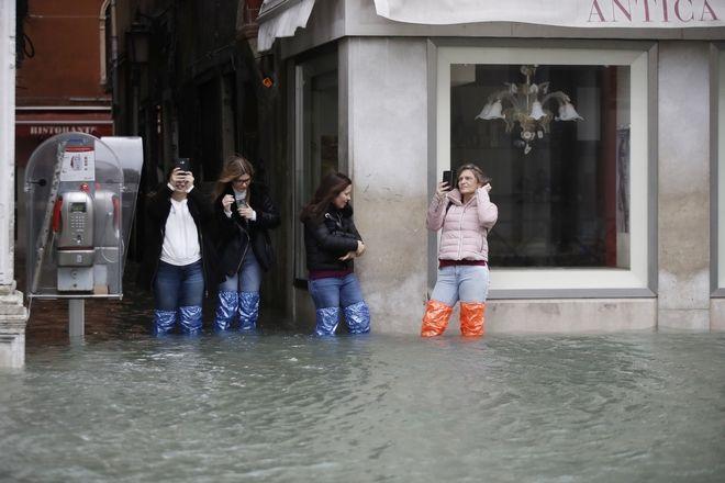 "v2 - Βενετία: Εικόνες αποκάλυψης - ""Θάλασσα"" έγινε η πλατεία του Αγίου Μάρκου"