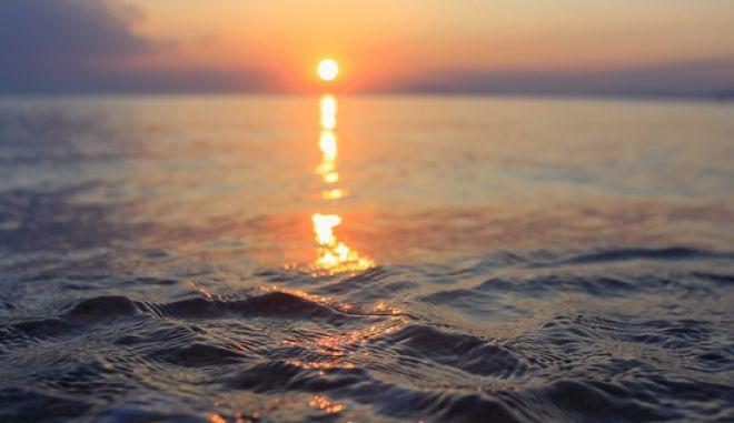 Δύση ηλίου στον Παγασητικό Κόλπο, όπως φαίνεται από την παραλία της Μηλίνας στο νότιο Πήλιο