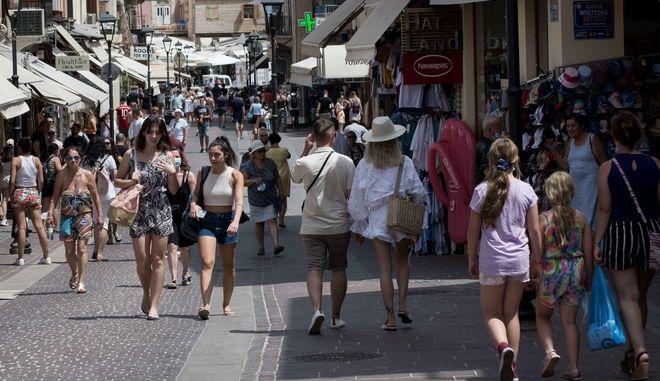 Κορονοϊός: 2874 νέα κρούσματα σήμερα στην Ελλάδα - 15 νεκροί και 144 διασωληνωμένοι