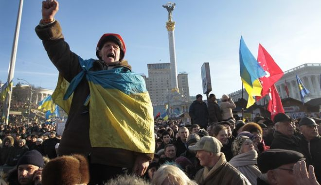 Pro-European Union activists gather during a rally in Independence Square in Kiev, Ukraine, Sunday, Dec. 22, 2013. Protesters in Kiev are demanding President Viktor Yanukovych's resignation over his decision to ditch a pact with the European Union in favor of closer ties with Russia. (AP Photo/Sergei Chuzavkov)