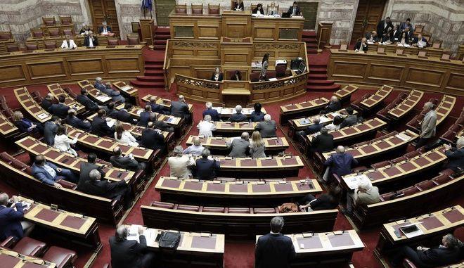 Συζήτηση  και λήψη απόφασης, σύμφωνα με τα άρθρα 68 παρ. 2 του Συντάγματος και 144 επ. του Κανονισμού της Βουλής, επί της προτάσεως που κατέθεσαν ο Αρχηγός της Αξιωματικής Αντιπολίτευσης και Πρόεδρος της Κοινοβουλευτικής Ομάδας της ΝΕΑΣ ΔΗΜΟΚΡΑΤΙΑΣ Κυριάκος Μητσοτάκης και οι Βουλευτές του κόμματός του, για σύσταση Εξεταστικής Επιτροπής, σχετικά με τη διερεύνηση της εμπλοκής του Υπουργού Εθνικής Άμυνας  Πάνου Καμμένου και άλλων στελεχών και λειτουργών σε εκκρεμή δικαστική υπόθεση, την Δευτέρα 25 Σεπτεμβρίου 2017. (EUROKINISSI/ΓΙΩΡΓΟΣ ΚΟΝΤΑΡΙΝΗΣ)