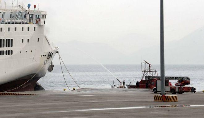 Πυρκαγιά εκδηλώθηκε το βράδυ της Δευτέρας 19 Νοεμβρίου 2012, στο ανώτερο ανοιχτό κατάστρωμα του πλοίου «Κρήτη ΙΙ» ενώ βρισκόταν ανοιχτά του λιμανιού της Πάτρας, προερχόμενο από Βενετία και Ηγουμενίτσα. Το πλοίο στο οποίο επέβαιναν 113 επιβάτες, 87 άτομα πλήρωμα, 18 ΙΧ και 92 φορτηγά, πραγματοποιούσε το δρομολόγιο Βενετία- Ηγουμενίτσα- Πάτρα. Το στιγμιότυπο από την εκφόρτωση των φορτηγών και την καταγραφή των ζημιών στο πλοίο και τα οχήματα. (EUROKINISSI)