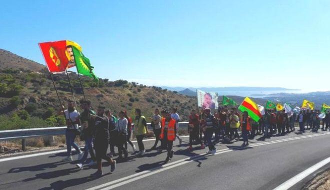 Φωτογραφία από την πορεία των Κούρδων της Αθήνας