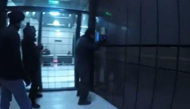 Ρουβίκωνας: Επίθεση σε γραφεία εφημερίδων - Ήξεραν τον κωδικό του κτιρίου