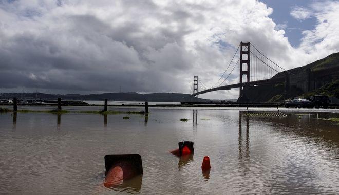 Πλημμύρα στη Γέφυρα Γκόλντεν Γκέιτ στις ΗΠΑ