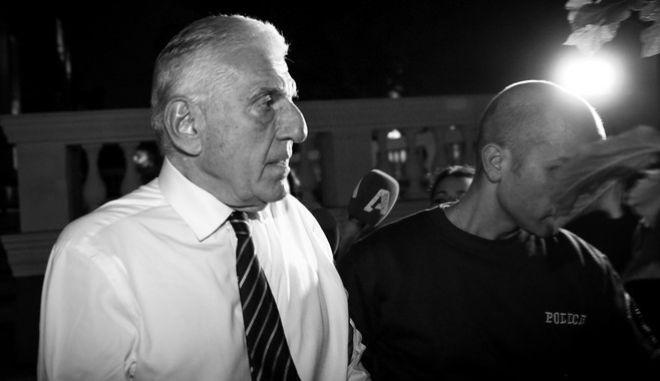 Ο Γιάννος Παπαντωνίου καθώς οδηγείται στην ΓΑΔΑ μετά την απόφαση ανακριτή και εισαγγελέα για την προφυλακίση του για την υπόθεση διαφθοράς