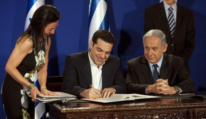 Greek Prime Minister Alexis Tsipras, left, and Israeli prime minister Benjamin Netanyahu sign agreements strengthening bilateral relations in Jerusalem. Wednesday, Jan. 27, 2016. (Dan Balilty/AP Photo)