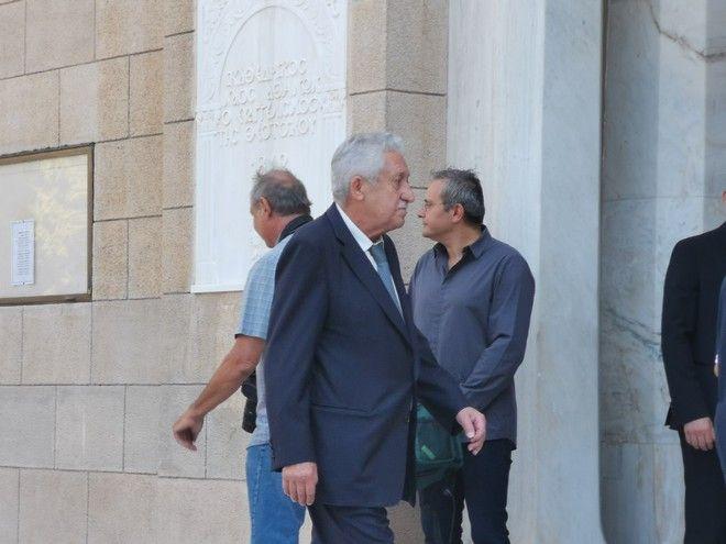 Ο Φώτης Κουβέλης στην κηδεία του Αντώνη Λιβάνη