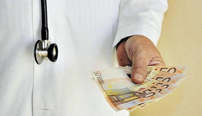"""Καταδίκη διευθυντή κλινικής του νοσοκομείου Κιλκίς για """"φακελάκι"""""""