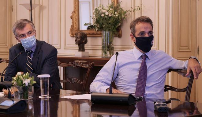 Ο πρωθυπουργός Κυριάκος Μητσοτάκης θα ανακοινώσει σήμερα τα νέα μέτρα, μετά τις εισηγήσεις των λοιμωξιολόγων