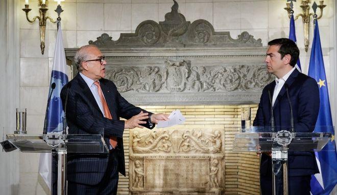 Συνάντηση του πρωθυπουργού Αλέξη Τσιπρα με το γγ του ΟΟΣΑ Ανχέλ Γκουρία