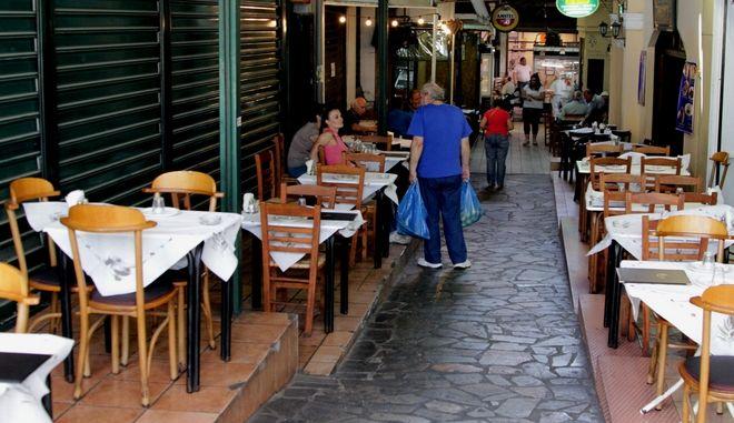 Από σήμερα αυξανεται ο ΦΠΑ και στην εστίαση.Στιγμιότυπο από εστιατόριο στην κεντρική αγορά της Αθήνας,Δευτέρα 20 Ιουλίου 2015 (EUROKINISSI/ΣΩΤΗΡΗΣ ΔΗΜΗΤΡΟΠΟΥΛΟΣ)
