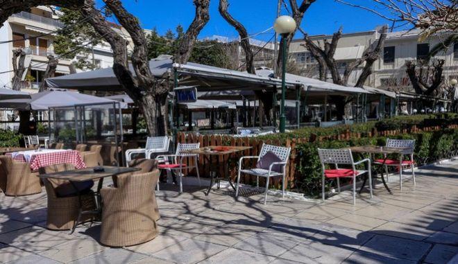 Καφετέρια στην Αθήνα εν μέσω πανδημίας κορονοϊού